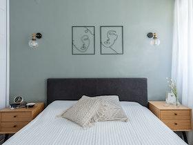 מיטה זוגית עם 2 שידות
