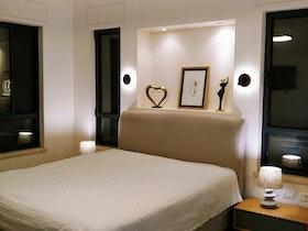 חדר שינה לארח שיפוץ ועיצוב על ידי מעצב פנים