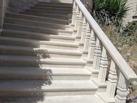 מדרגות לאחר שיפוץ