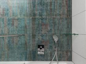 מקלחת עם קרמיקה משולב צבעים לאחר שיפוץ\