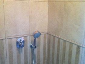 שיפוץ אמבטיה, התקנת כלים סניטרים.