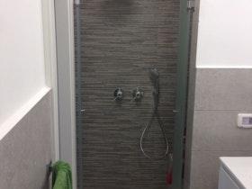 מקלחון ואסלה סמויה