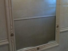 מראה מעוצבת בחדר האמבטיה - אחרי