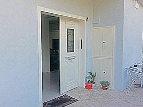 ריצוף מרפסת והתקנת דלת כניסה