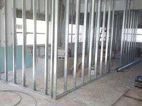 בניית מחיצות גבס בין החדרים